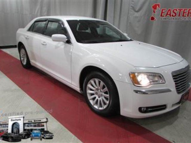 2014 CHRYSLER 300 3.6L V6 LUXURY A/C CRUISE 8.4 UCONNECT in Winnipeg, Manitoba