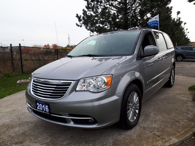 2016 CHRYSLER TOWN AND COUNTRY Touring in Aurora, Ontario