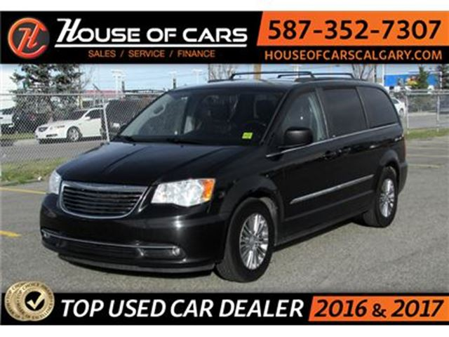 2013 CHRYSLER TOWN AND COUNTRY Touring / Back up Camera / Leather in Calgary, Alberta