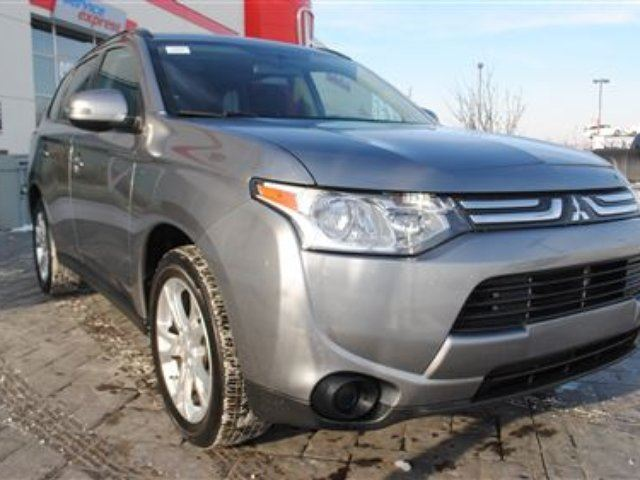 2014 MITSUBISHI OUTLANDER SE *No Accidents, One Owner, Local Vehicle* in Airdrie, Alberta