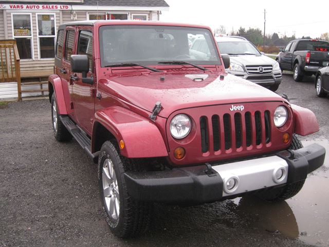2013 JEEP WRANGLER Unlimited Sahara *Certified* in Vars, Ontario