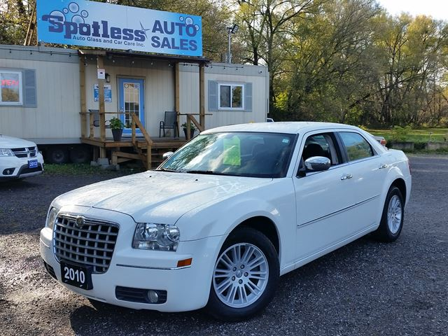 2010 CHRYSLER 300 Touring in Whitby, Ontario