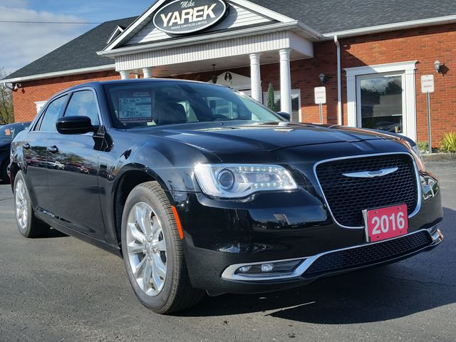 2016 CHRYSLER 300 Touring AWD, Leather Heated Seats, Pano Roof, Remote Start, Back Up Cam, Bluetooth in Paris, Ontario