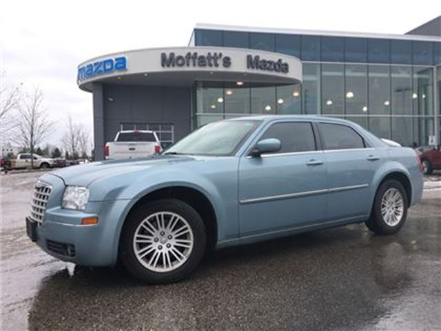 2009 CHRYSLER 300 TOURING LEATHER, SUNROOF 3.5L V6 in Barrie, Ontario