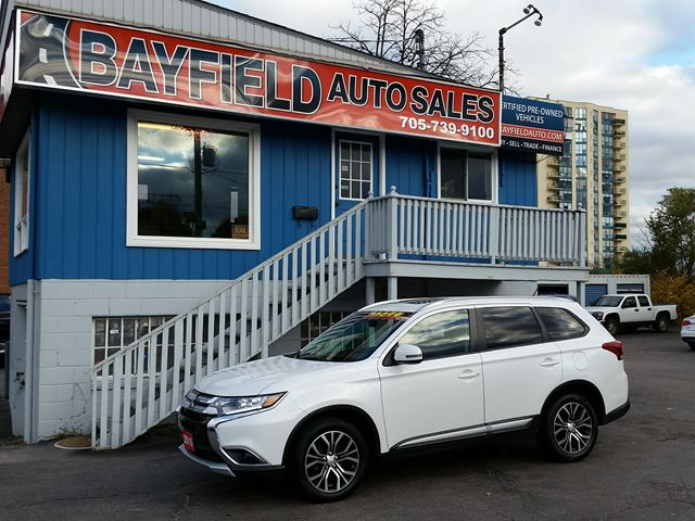 2016 MITSUBISHI OUTLANDER ES AWD **Leather/Sunroof/Reverse Cam** in Barrie, Ontario