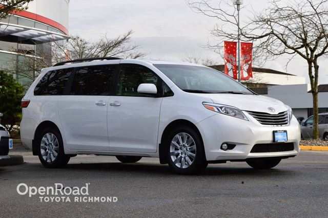 2015 TOYOTA Sienna XLE, Low mileage, NO accidents! Dual A/C, Navig in Richmond, British Columbia