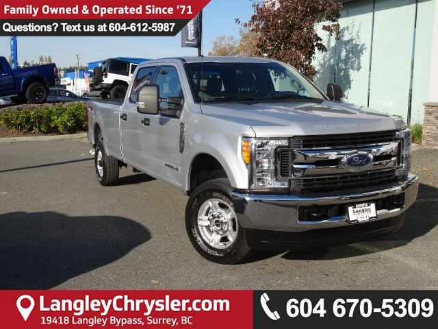 2017 FORD F-350 XLT *ACCIDENT FREE * LOCAL BC TRUCK * in Surrey, British Columbia