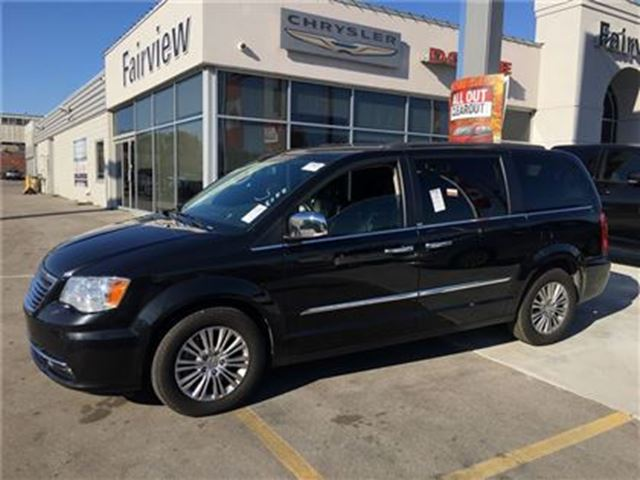 2013 CHRYSLER TOWN AND COUNTRY Touring..Leather/Navi in Burlington, Ontario