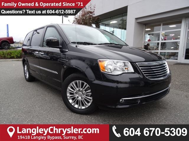 2016 CHRYSLER TOWN AND COUNTRY Touring *ACCIDENT FREE * DEALER INSPECTED * CERTIFIED * in Surrey, British Columbia