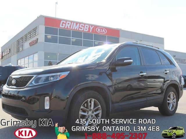 2014 KIA Sorento LX...EXTRA SPACE AND FUEL EFFECIENT!!! in Grimsby, Ontario