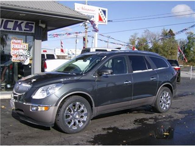 2011 BUICK ENCLAVE CXL ALL WHEEL DRIVE !! TOP OF THE LINE !! in Welland, Ontario