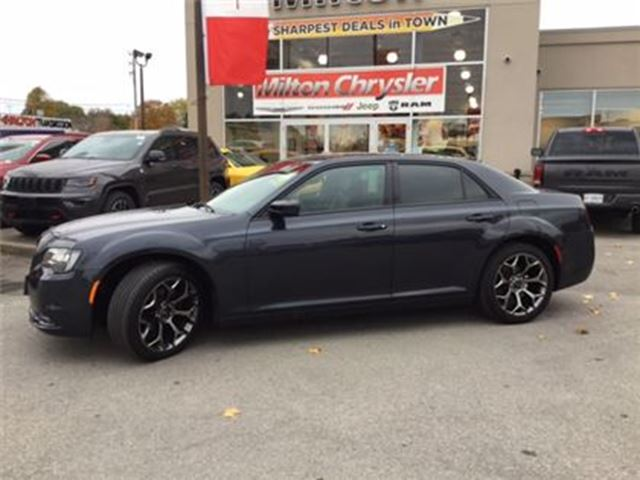 2016 CHRYSLER 300 S LEATHER PANORAMIC SUNROOF NAVIGATION in Milton, Ontario