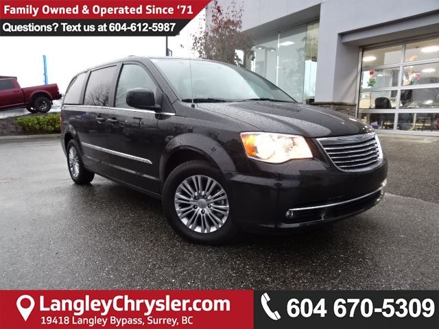2016 CHRYSLER TOWN AND COUNTRY Touring-L *ACCIDENT FREE * DEALER INSPECTED * CERTIFIED * in Surrey, British Columbia