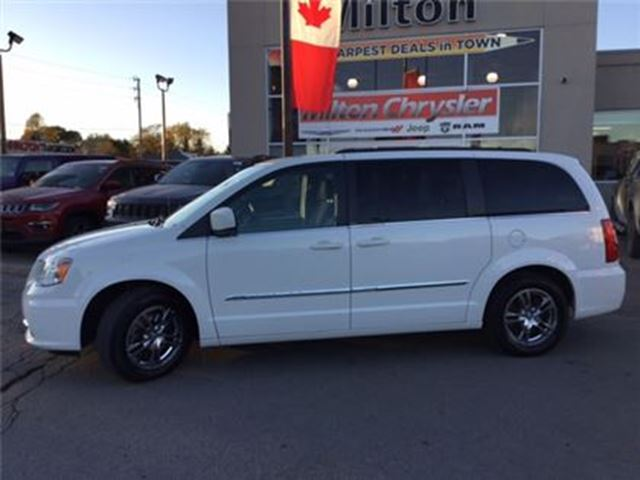 2013 CHRYSLER TOWN AND COUNTRY TOURING NAVIGATION DUAL DVD SUNROOF in Milton, Ontario