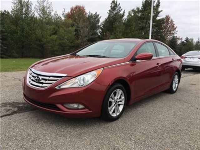 2012 HYUNDAI SONATA GL / - CERTIFY YOURSELF $ SAVE $$$$$ in Fonthill, Ontario