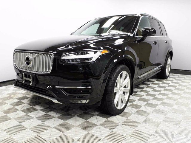 2017 VOLVO XC90 T6 Inscription - Local One Owner Trade In | No Accidents | 3M Protection Applied | Leather Interior | Seats 7 | Heated/Cooled Front Seats | Heated Rear Seats | Heated Steering Wheel | Multi Zone Climate Control with AC | Power Liftgate | Panoramic Su in Edmonton, Alberta