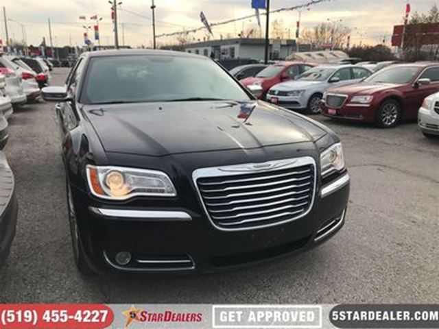 2014 CHRYSLER 300 NAV   LEATHER   ROOF   AWD   HEMI in London, Ontario