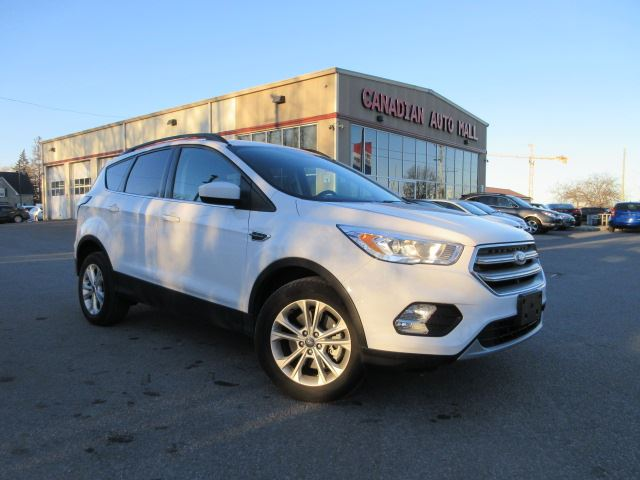 2017 FORD Escape SE 4X4, ROOF, ALLOYS, BT, 19K! in Stittsville, Ontario