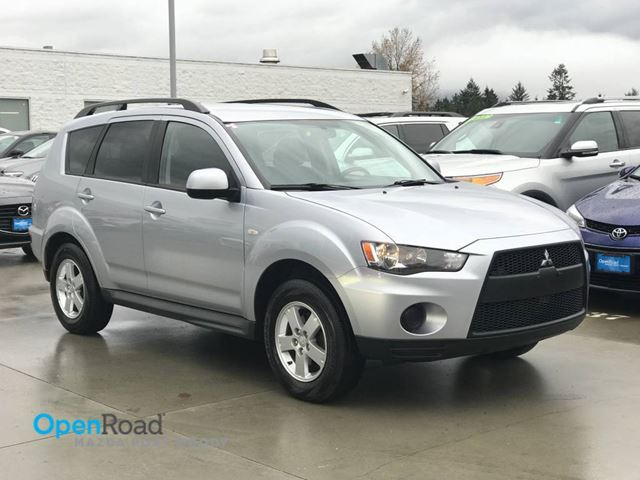 2011 MITSUBISHI OUTLANDER ES A/T 4WD No Accident Bluetooth AUX Cruise Con in Port Moody, British Columbia