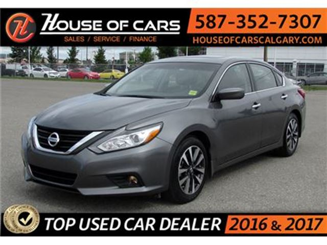 2017 NISSAN ALTIMA SV / Back up Camera / Sunroof / in Calgary, Alberta