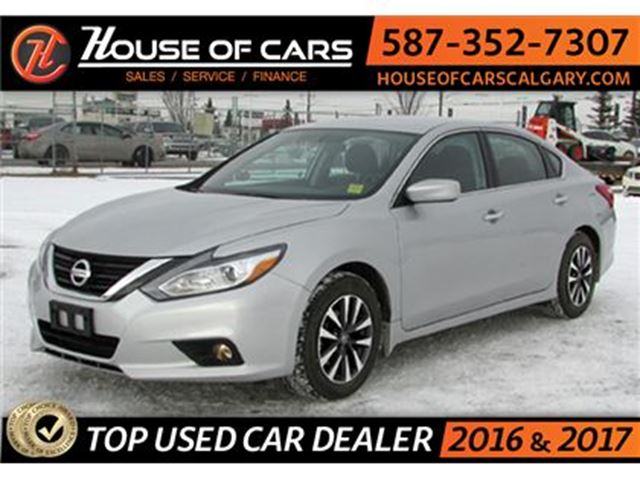 2017 NISSAN ALTIMA SV / Back up Camera / Sunroof in Calgary, Alberta