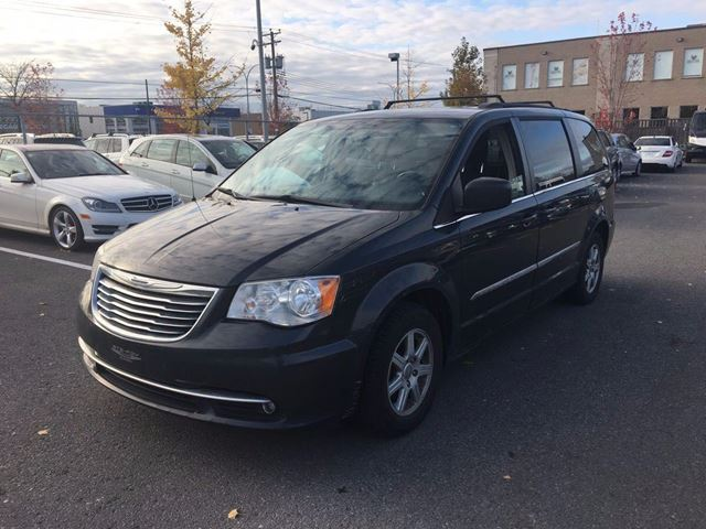 2011 CHRYSLER TOWN AND COUNTRY TOURING - NAVIGATION - DVD - SUNROOF - COMING S in Aurora, Ontario
