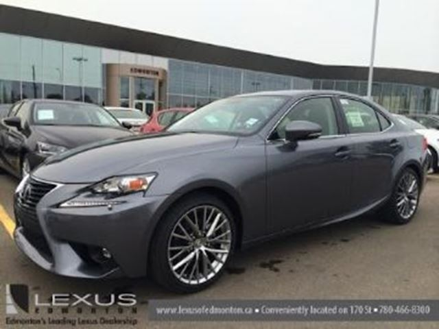 2015 LEXUS IS 250 AWD w/ Excess Wear Protection in Mississauga, Ontario