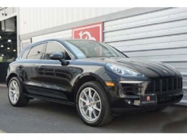 2017 PORSCHE MACAN AWD, Leather Pack, Panoramic Roof, Prepaid Maintenance in Mississauga, Ontario