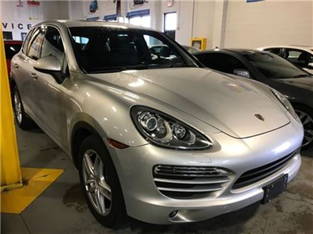 2011 PORSCHE CAYENNE MO0NROOF NAVIGATION LEATHER in Mississauga, Ontario
