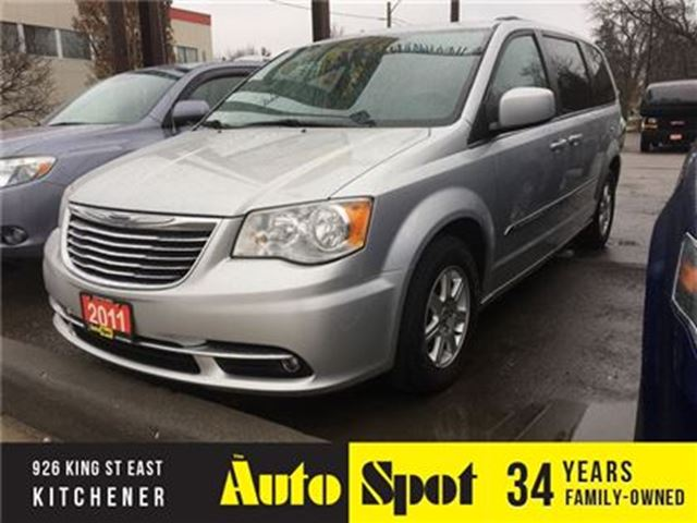2011 CHRYSLER TOWN AND COUNTRY Touring/PRICED FOR A QUICK SALE ! in Kitchener, Ontario
