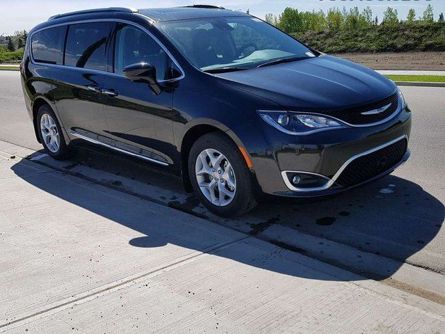 2017 CHRYSLER PACIFICA Touring-L Plus / GPS Navigation / Sunroof / 360 Surround Camera System in Edmonton, Alberta