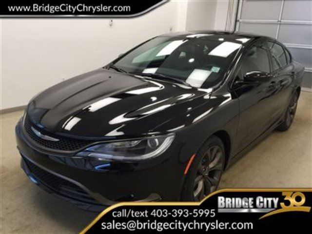 2017 CHRYSLER 200 S AWD - Savings of $9400!! in Lethbridge, Alberta