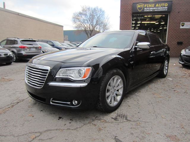 2012 CHRYSLER 300 LIMITED / LEATHER / PANORAMIC SUNROOF in Ottawa, Ontario