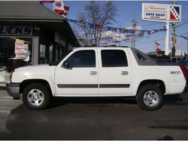 2005 CHEVROLET AVALANCHE CREW CAB 4X4 Z71 { PERFECT } in Welland, Ontario