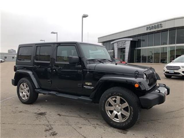 2014 JEEP WRANGLER Unlimited Sahara \ 2 TOPS \ NAVIGATION \ in Waterloo, Ontario