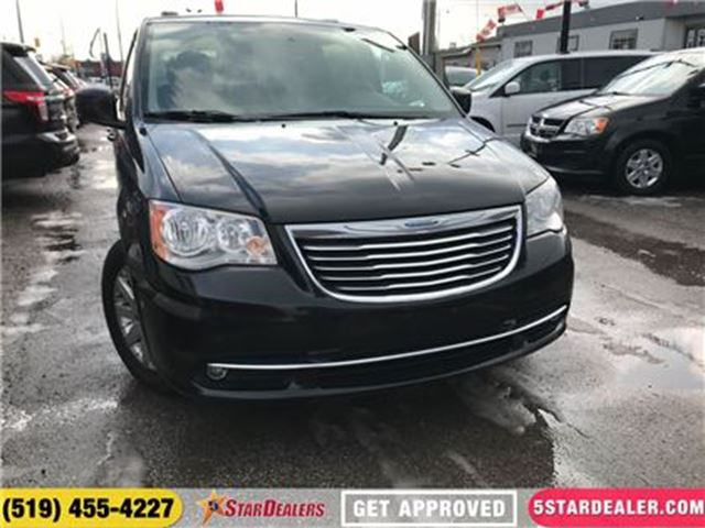 2013 CHRYSLER TOWN AND COUNTRY Touring   DVD   NAV   ROOF   CAM in London, Ontario