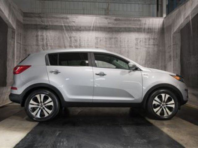 2011 KIA SPORTAGE EX w/ NAVI / PANORAMIC ROOF / LEATHER in Calgary, Alberta