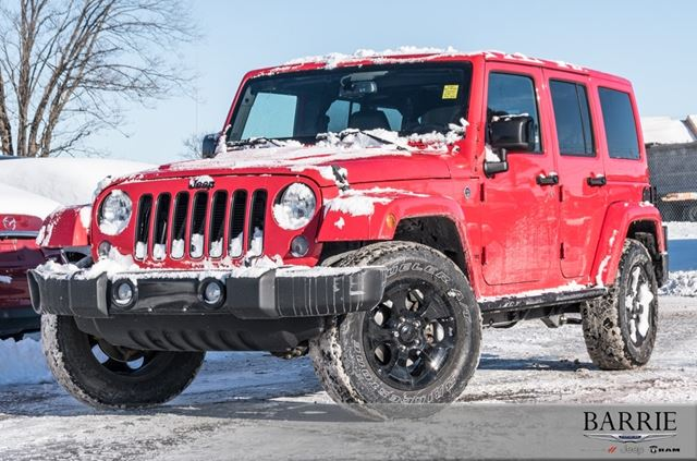 2015 JEEP WRANGLER Unlimited Sahara in Barrie, Ontario