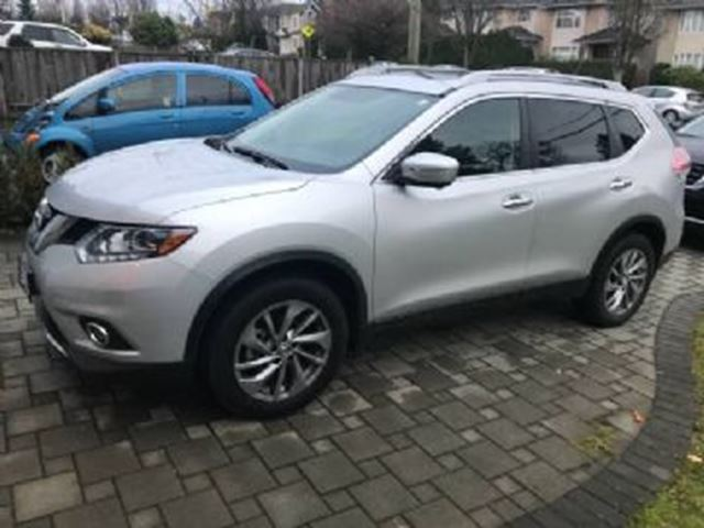 2015 NISSAN ROGUE AWD SL ~LOADED~ in Mississauga, Ontario