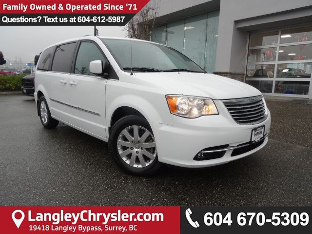 2016 CHRYSLER TOWN AND COUNTRY Touring *ACCIDENT FREE*ONE OWNER*LOCAL BC CAR* in Surrey, British Columbia