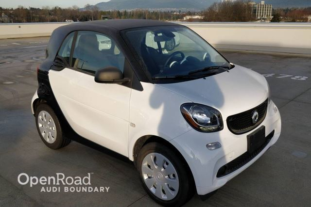 2016 SMART FORTWO 2dr Cpe Pure LOW KM in Vancouver, British Columbia