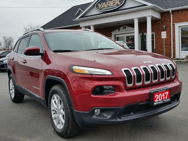 2017 Jeep Cherokee North 4x4, V6, Remote Start, Heated Seats/Wheel, Bluetooth in Paris, Ontario