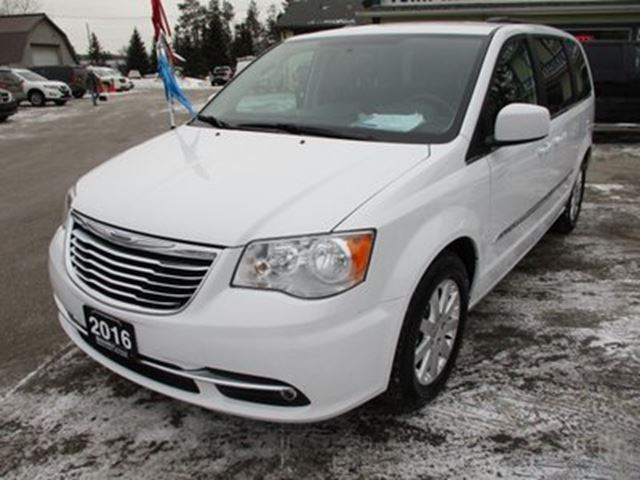 2016 CHRYSLER TOWN AND COUNTRY LOADED FAMILY MOVING 7 PASSENGER 3.6L - V6.. CA in Bradford, Ontario
