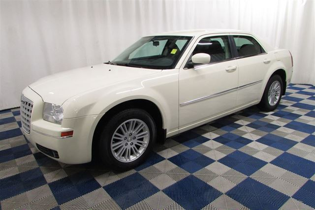 2009 CHRYSLER 300 Touring/ALLOYS/AC/LOW KM/GREAT PRICE! in Winnipeg, Manitoba