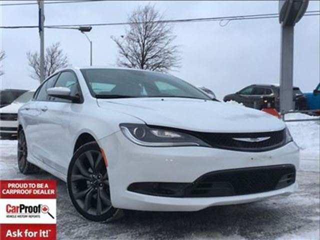 2015 CHRYSLER 200 S**PANORAMIC SUNROOF**NAVIGATION** in Mississauga, Ontario