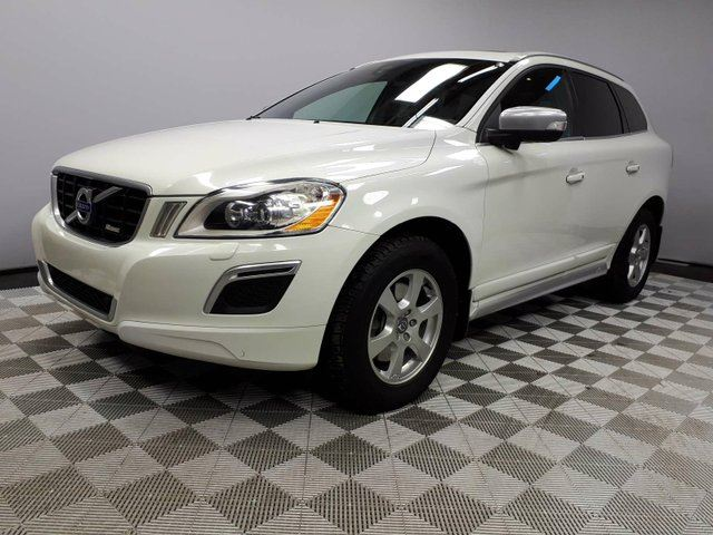 2013 VOLVO XC60 T6 R-Design AWD - Local One Owner Trade In | 3M Protection Applied | 2 Tone Leather Interior | Heated Front/Rear Seats | Navigation | Back Up Camera | Parking Sensors | Panoramic Sunroof | Power Liftgate | Blind Spot Monitor | Premium Sound Audio | B in Edmonton, Alberta