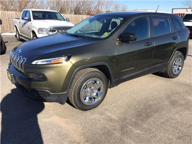 2015 JEEP CHEROKEE Sport, Automatic, Back Up Camera, 4WD in Burlington, Ontario