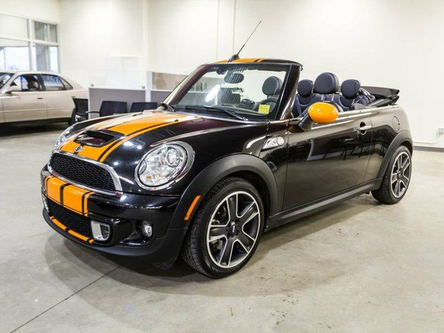 2015 MINI CONVERTIBLE Convertible, Remote Starter, Navigation, Heated Seats, Leather. in Edmonton, Alberta
