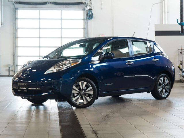 2017 nissan leaf sv blue kelowna infiniti nissan. Black Bedroom Furniture Sets. Home Design Ideas