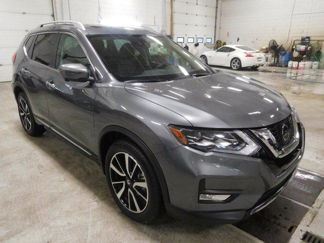 2017 NISSAN ROGUE SL Platinum 4dr All-wheel Drive, Front emergency braking, navigation in Calgary, Alberta